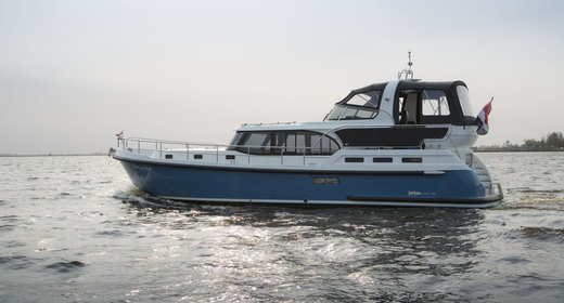 Luxe motorboot huren in friesland